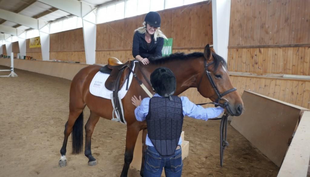 Raymi mounts the horse